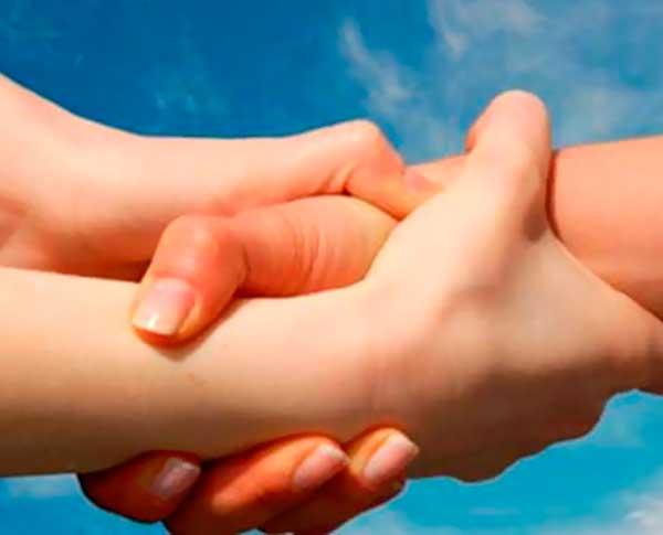 Darse la mano